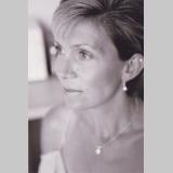 Lisa J Skone